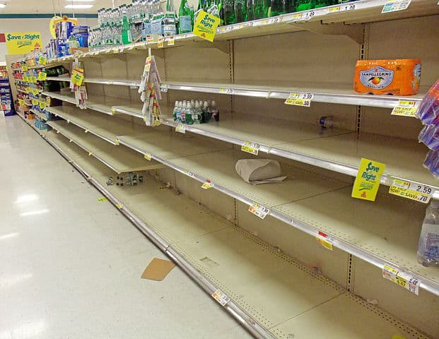 621px Empty supermarket shelves before Hurricane Sandy Montgomery NY - Romeo & Julius Kochstudio am 13.03.2020: Alles AUSVERKAUFT!